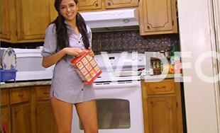 Cosmid.net Model in Ariel In Kitchen Movie
