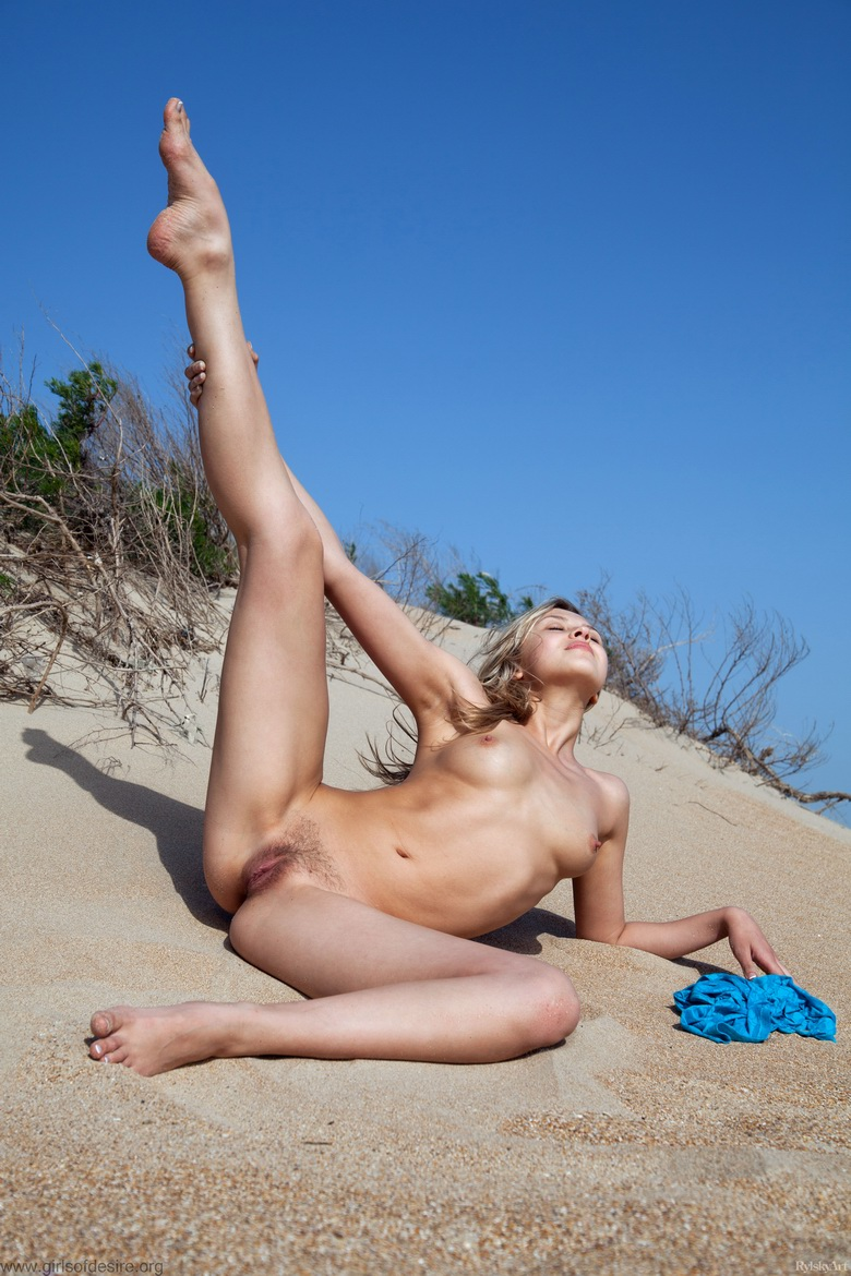 nudist beachgirl getting sexualised #7