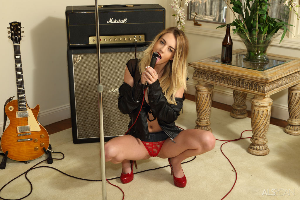 cute rock and roll chick undressing in the rehersal room and playin her cunt with a bottle #5