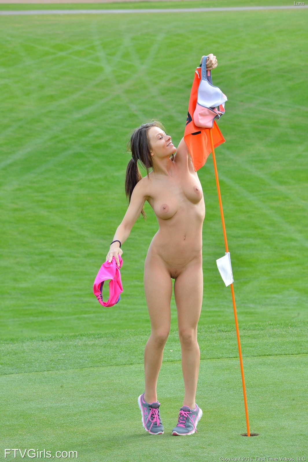 georgous jogging beauty undressing at hole 16 #5