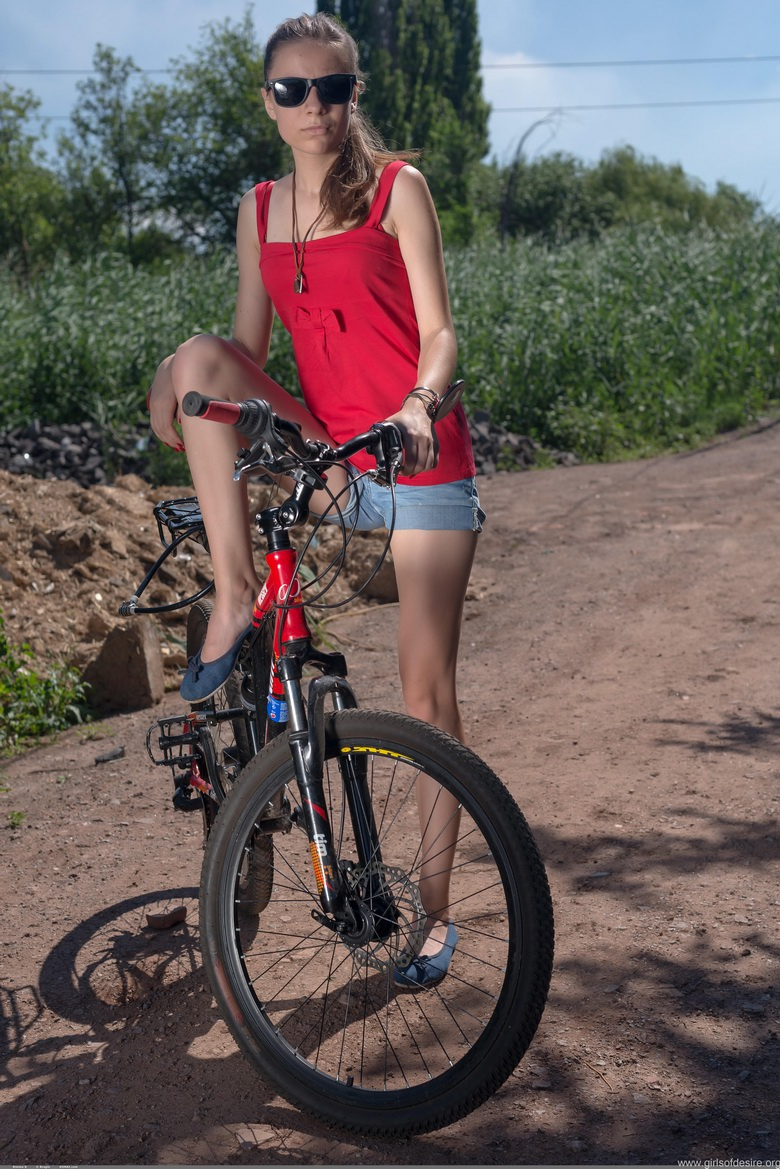 take a naked bycicle ride with esther #8
