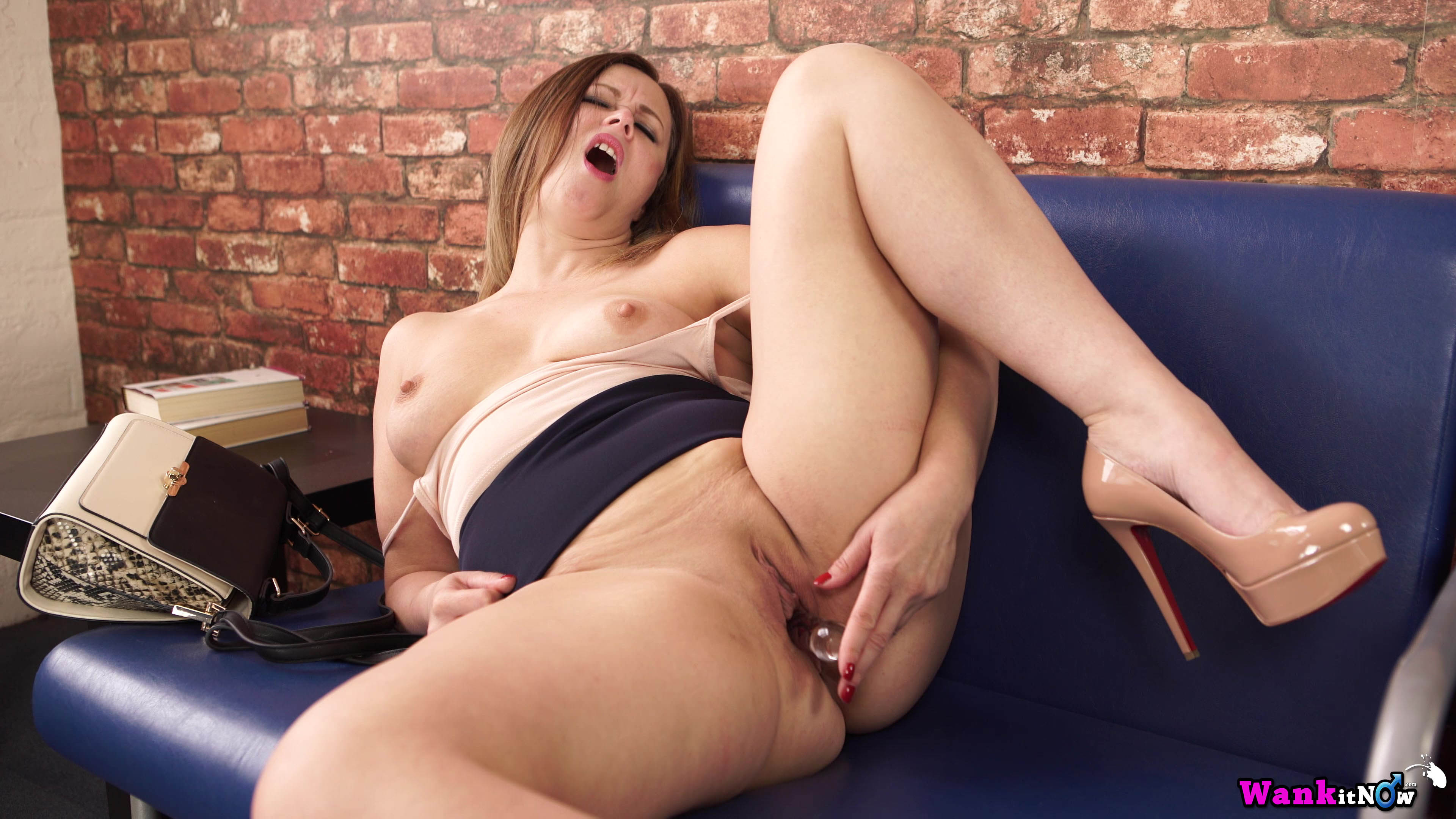 common wank with your mom on my couch #3