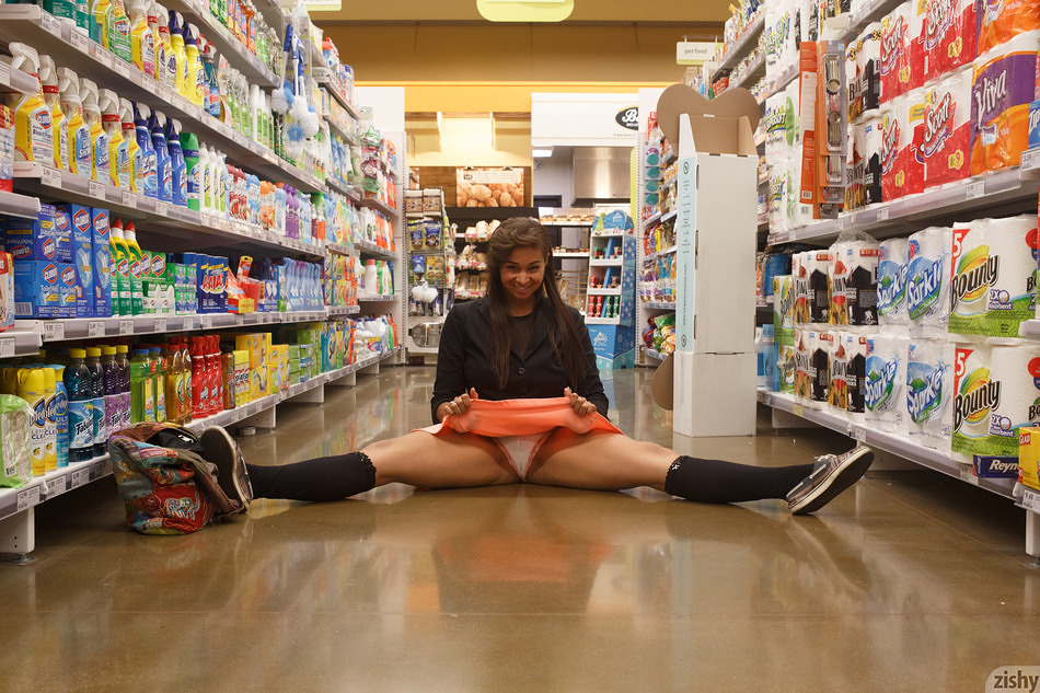 Zishy girl with hot upskirt flash in the local grocery store #3