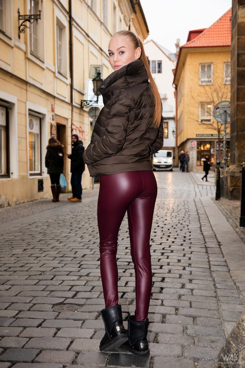 athletic blonde reviels her tight perfect pink #1