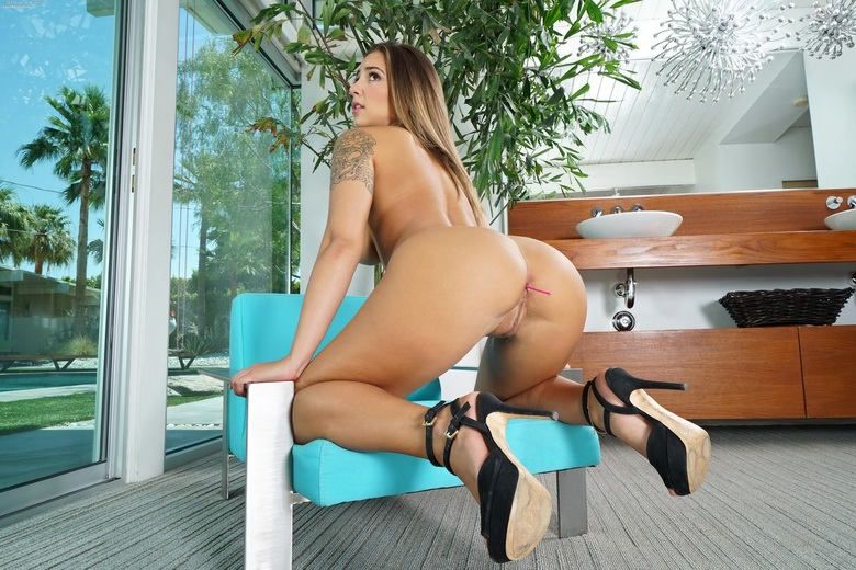 sweet naturals layla london in the crack #7