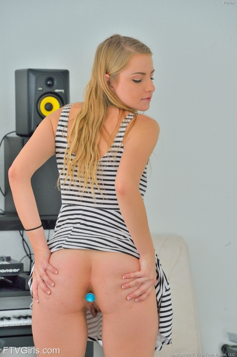 beautiful tall chick has her butt plugged #2