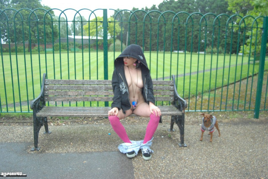 altporn4u emo girl public flash in parc #2