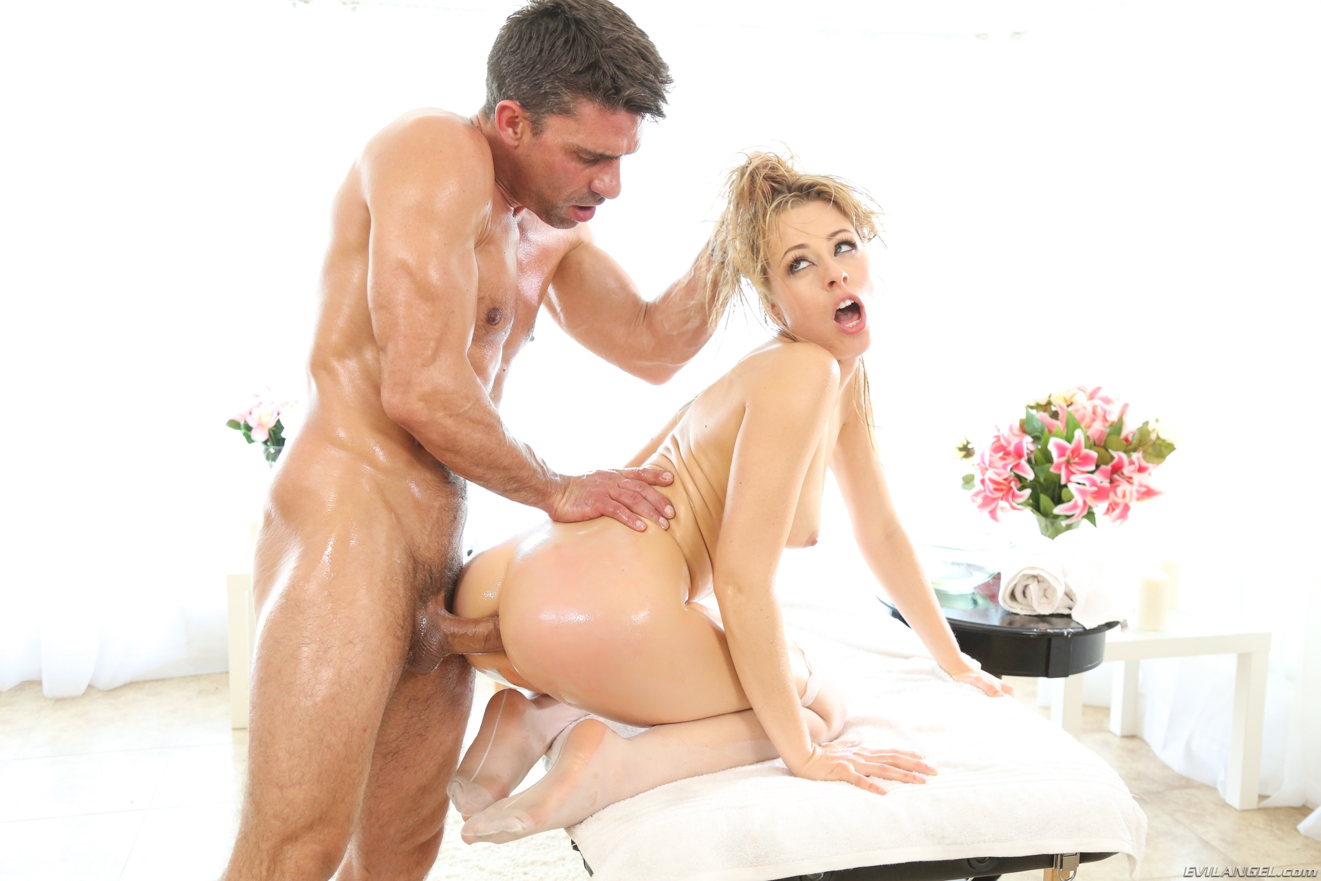 Evil Angel – Goldie Glock gets her athletic body worked out #8