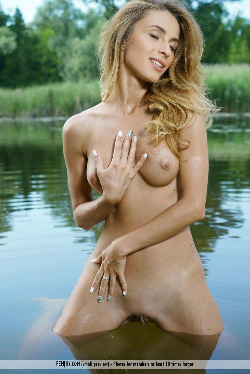 cute vixen sophia fully naked in the river from femjoy #1