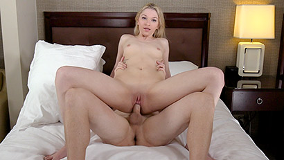 blonde geezer enjoys her first amateur audition and performs over average #1