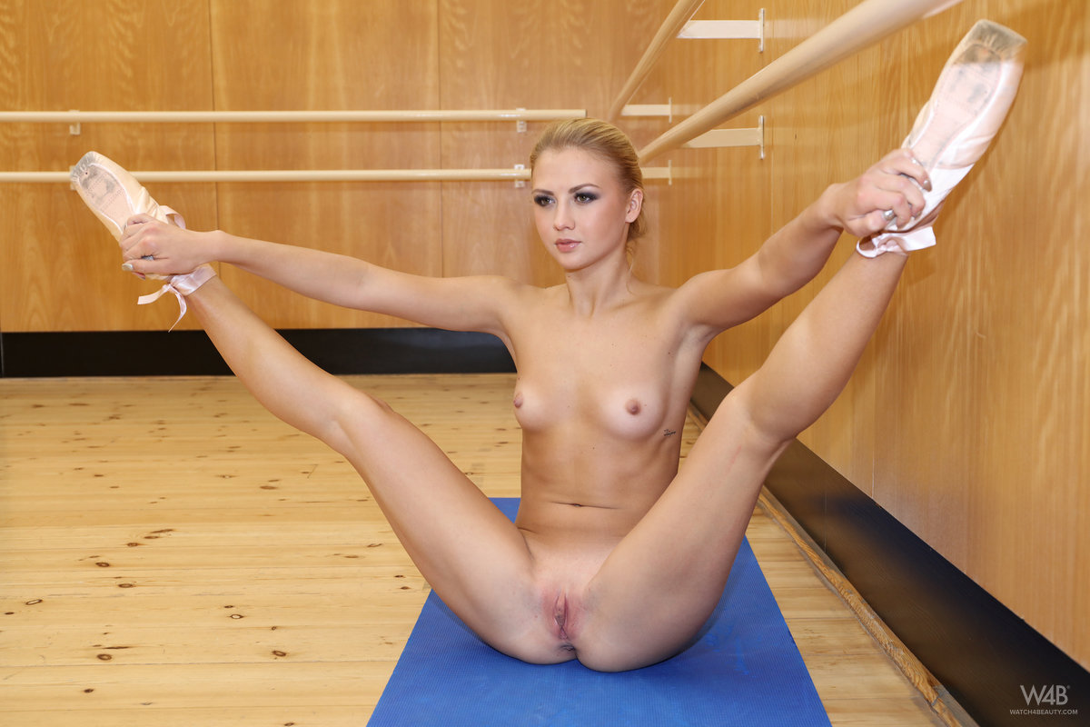 skinny ballerina doing some great moves while beeing fully naked #3