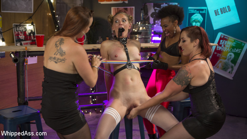 public exposure and vaginal slave play in a shady underground bar #8