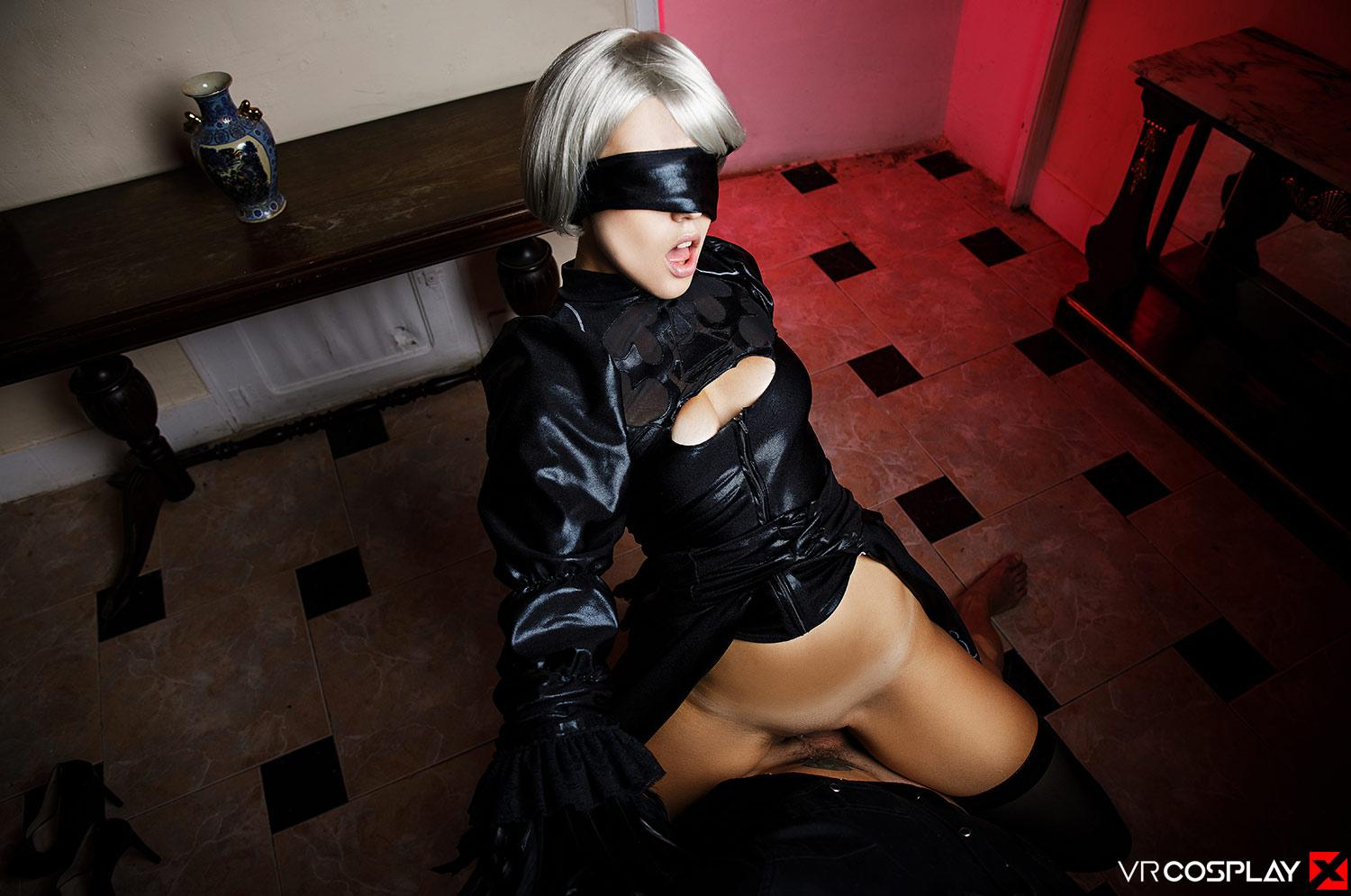 Zoe Doll in Automata Cosplay opening her legs large picture 3