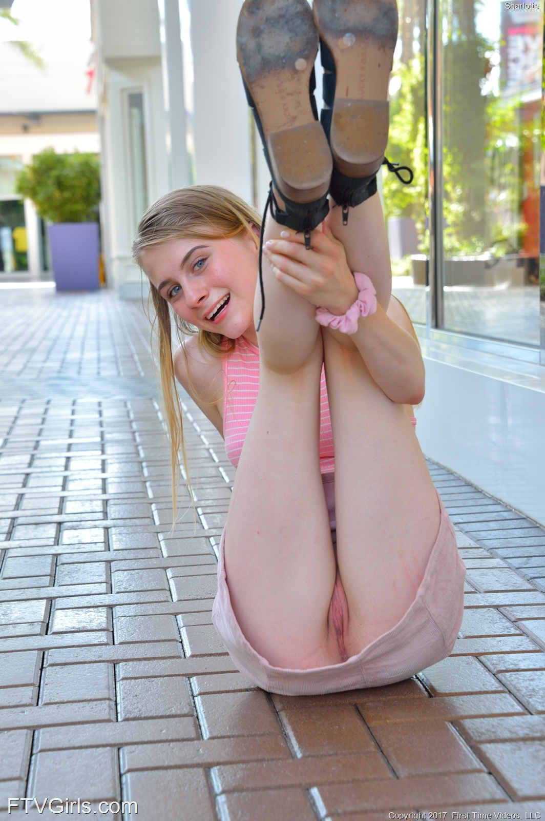 a frisky college girls flashing her pussy in the shoppingmall #5
