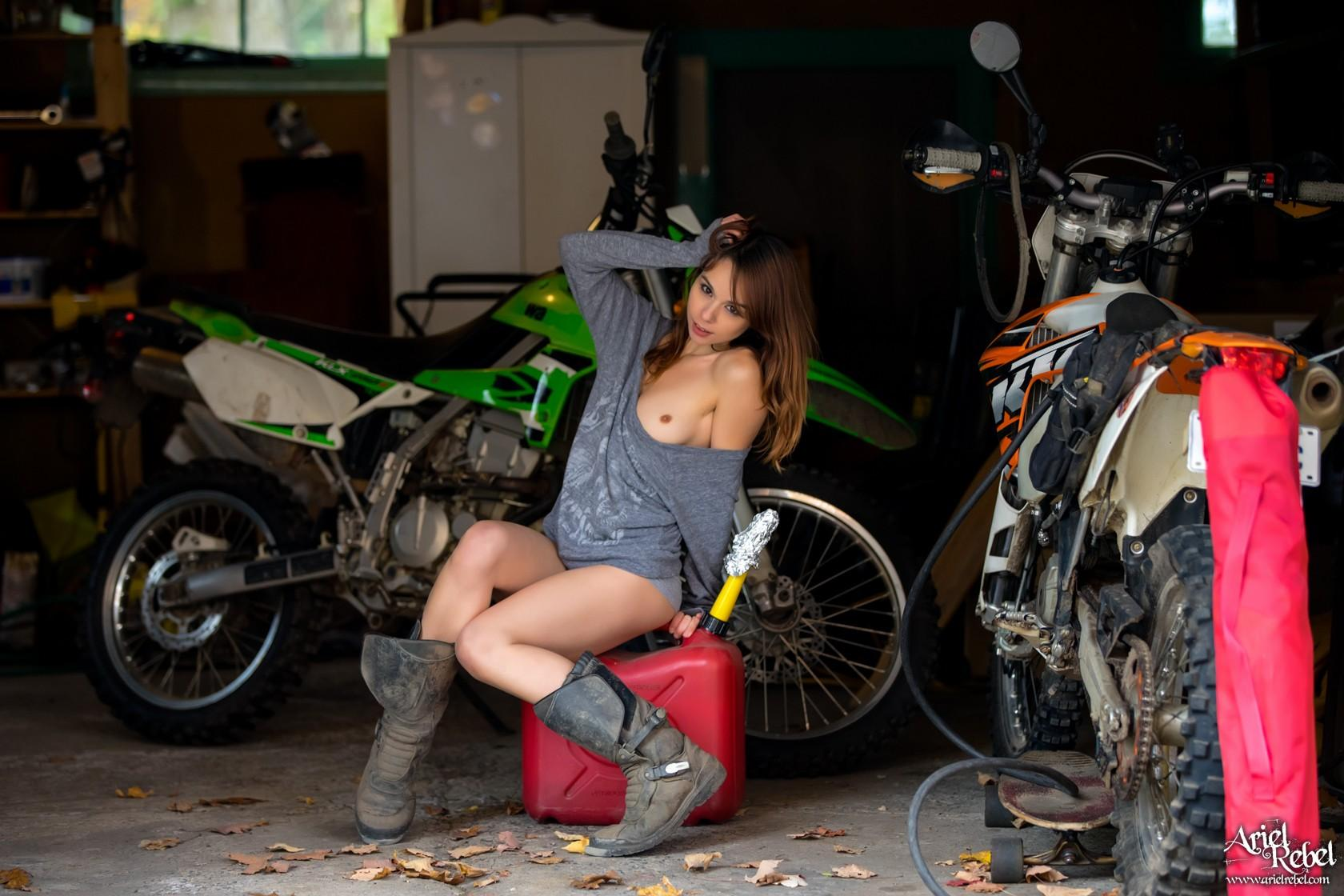 sexy ariel gets kinky while shes waiting for the motorcycle repair man #8