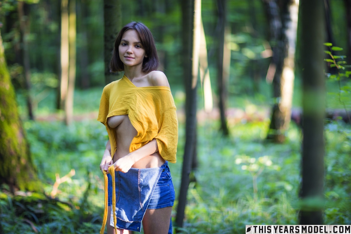 lost in the woods – thisyearsmodel lara #3