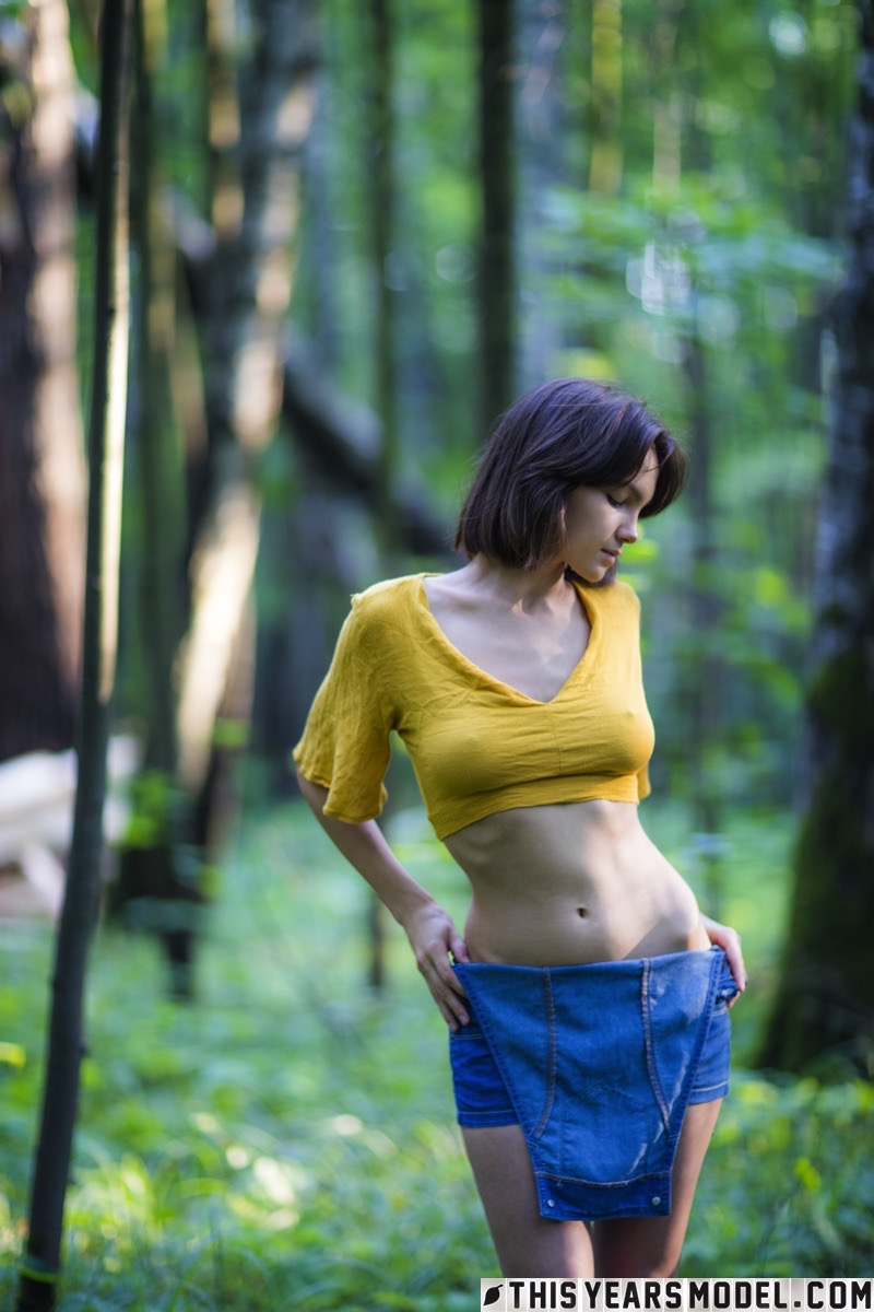 lost in the woods – thisyearsmodel lara #10