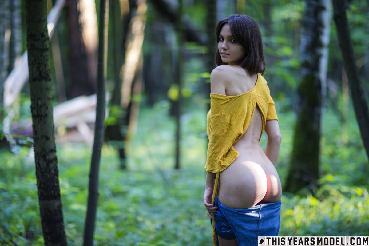 lost in the woods – thisyearsmodel lara #11