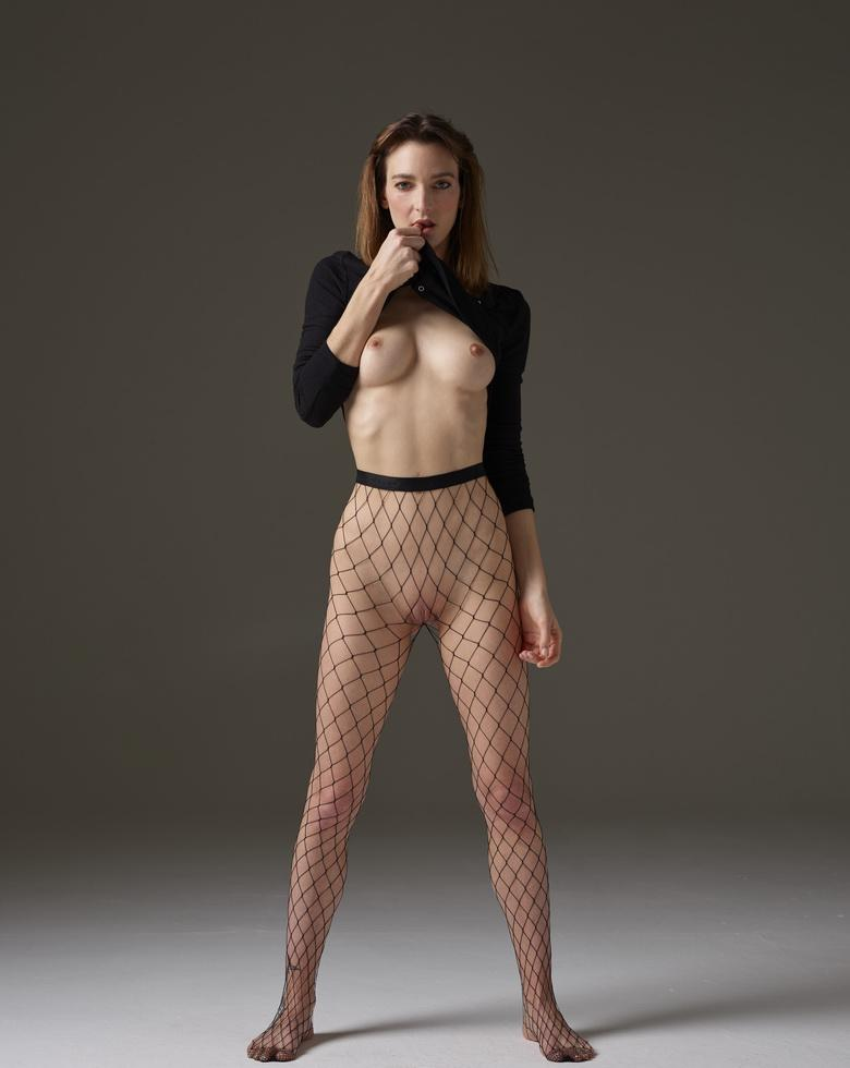 delicious french girl with sportive body in this superior nude art shooting picture