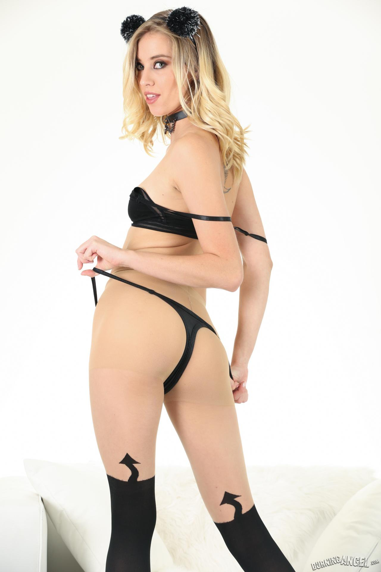 formidable tall blonde with nylon stockings doing a sloppy striptease #1
