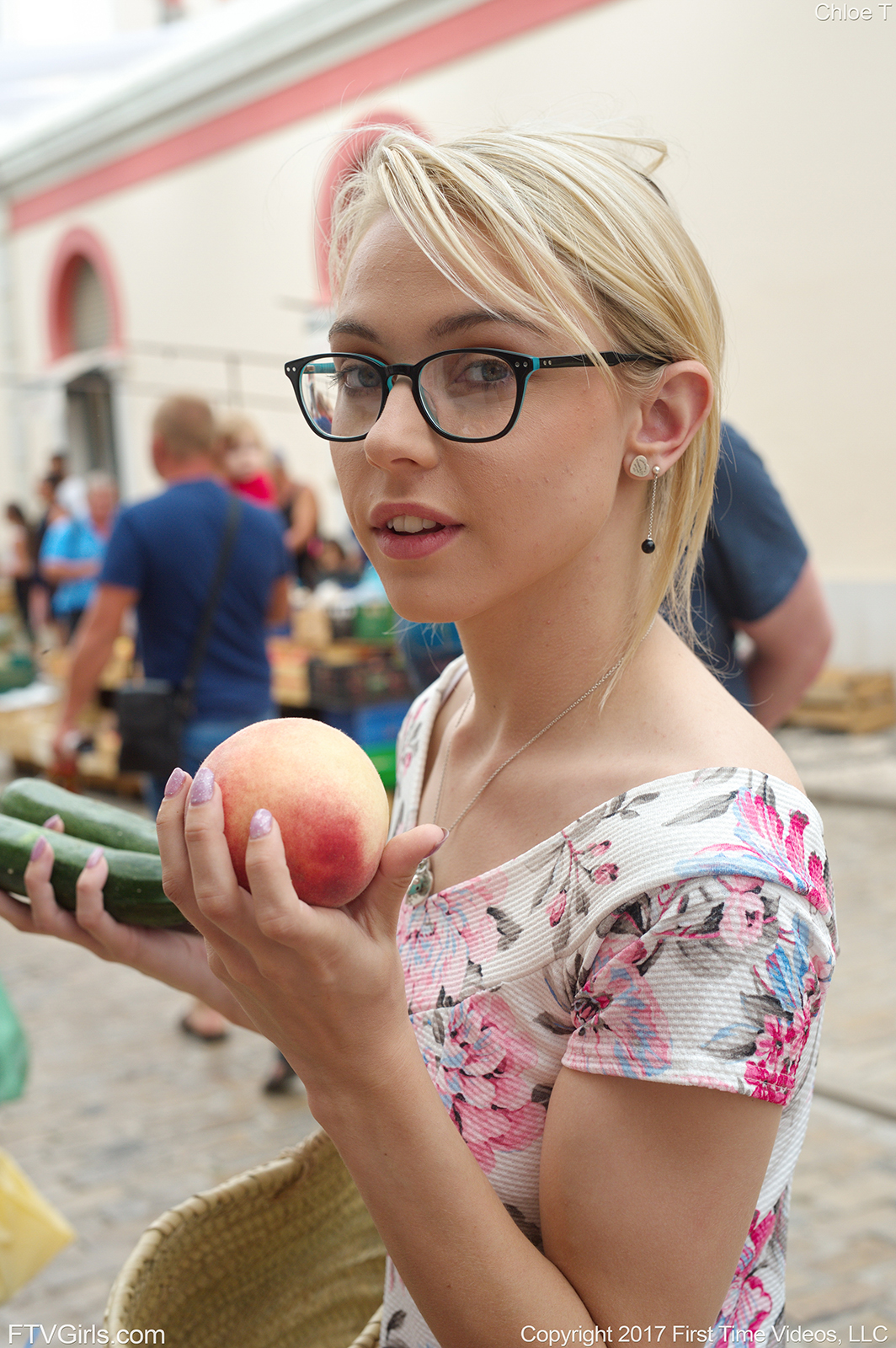 geekful hotness offers me a peach for exchange with a zucchini #2