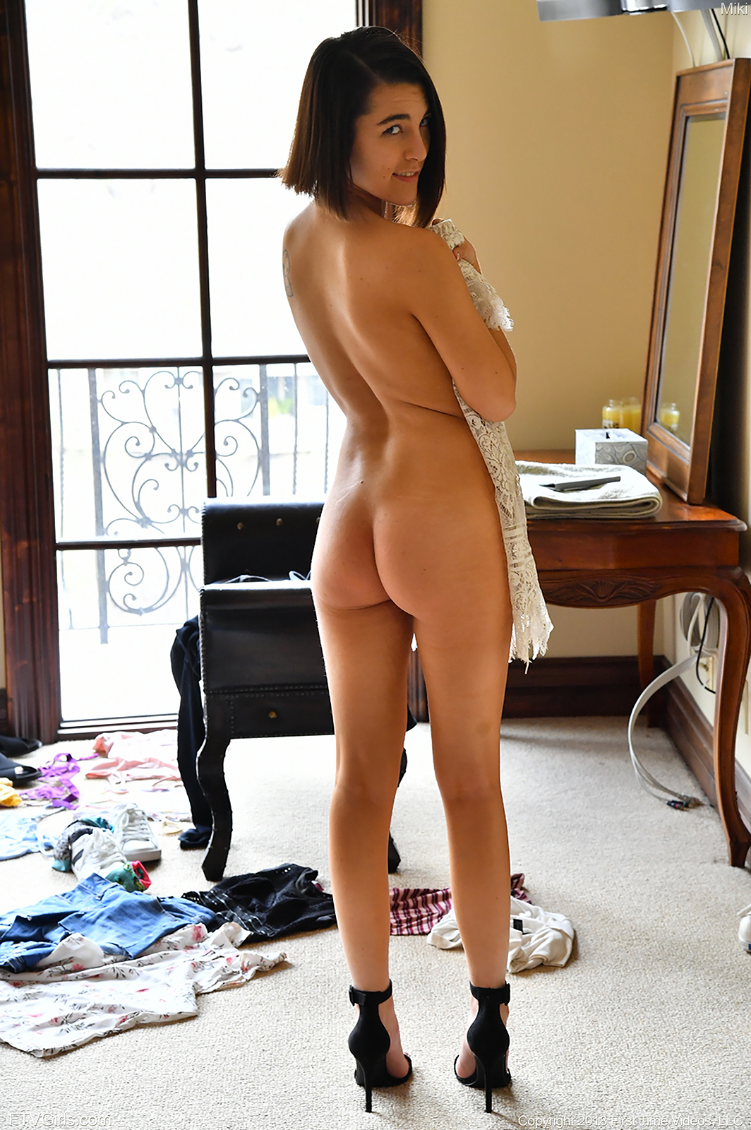 beautiful brunette needs big toys to get satisfied on her own #1