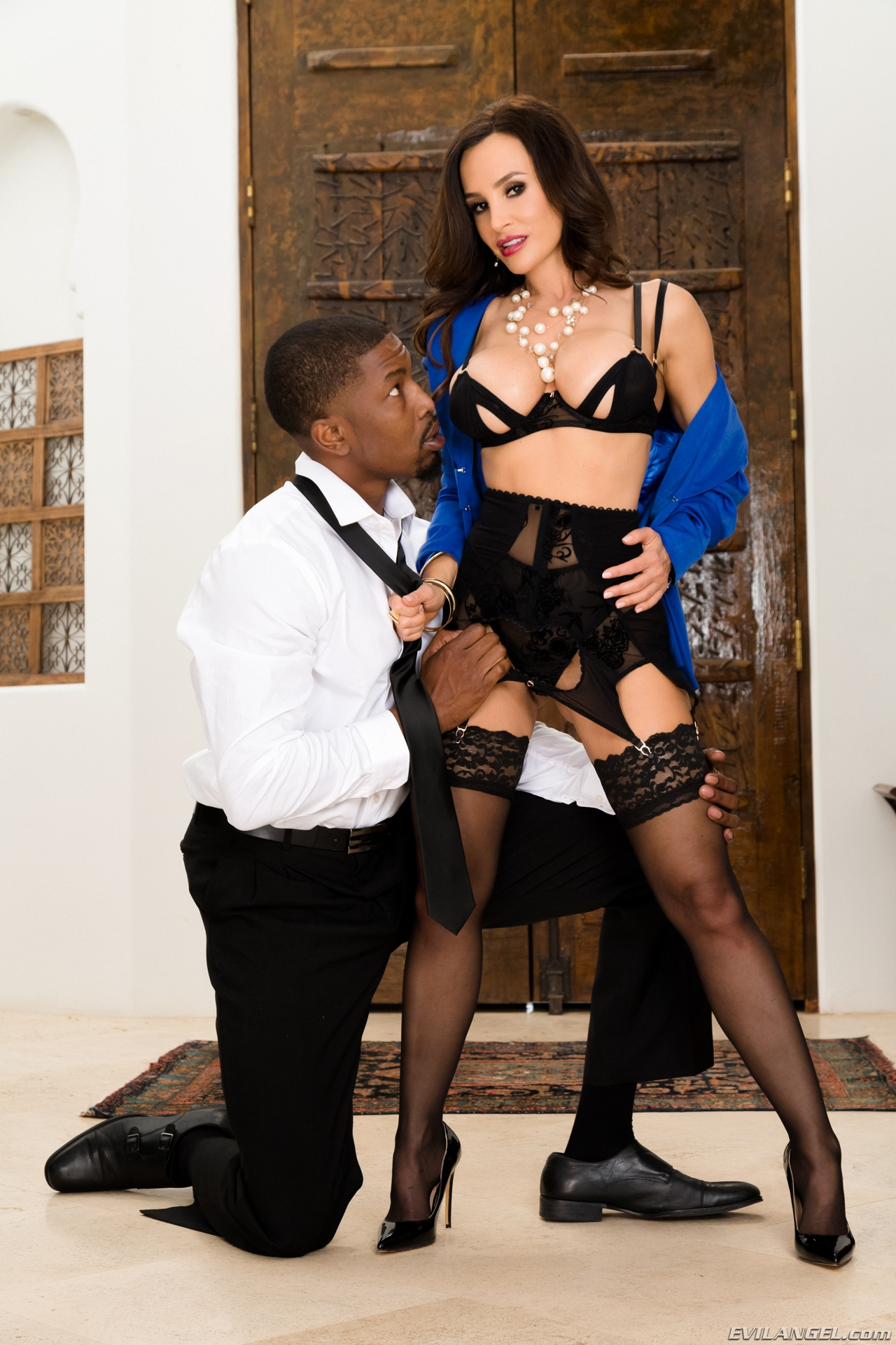 glamour milf lisa ann reappearance and comeback on evilangel black #3