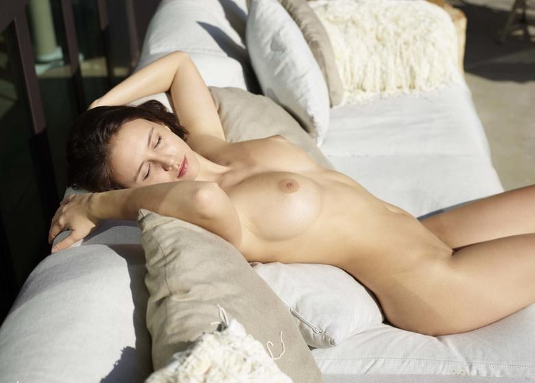 sunbathing for maigre girlfriend mika from finnland, has perfect body and pussy #7