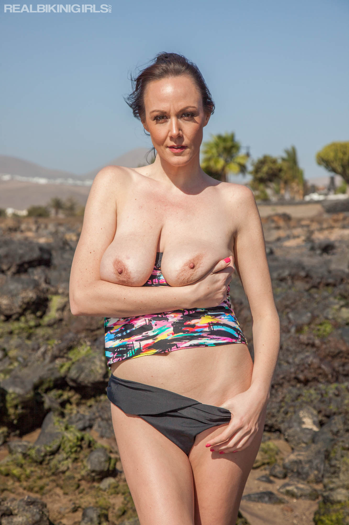 cosy dutch girls flashing her sweet boobies in nature #8