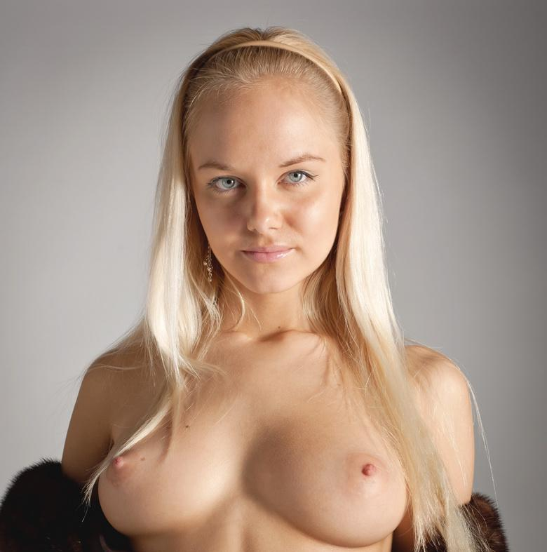 Blonde Anastasia In The Studio in 15 photos from Morey Studio picture 15