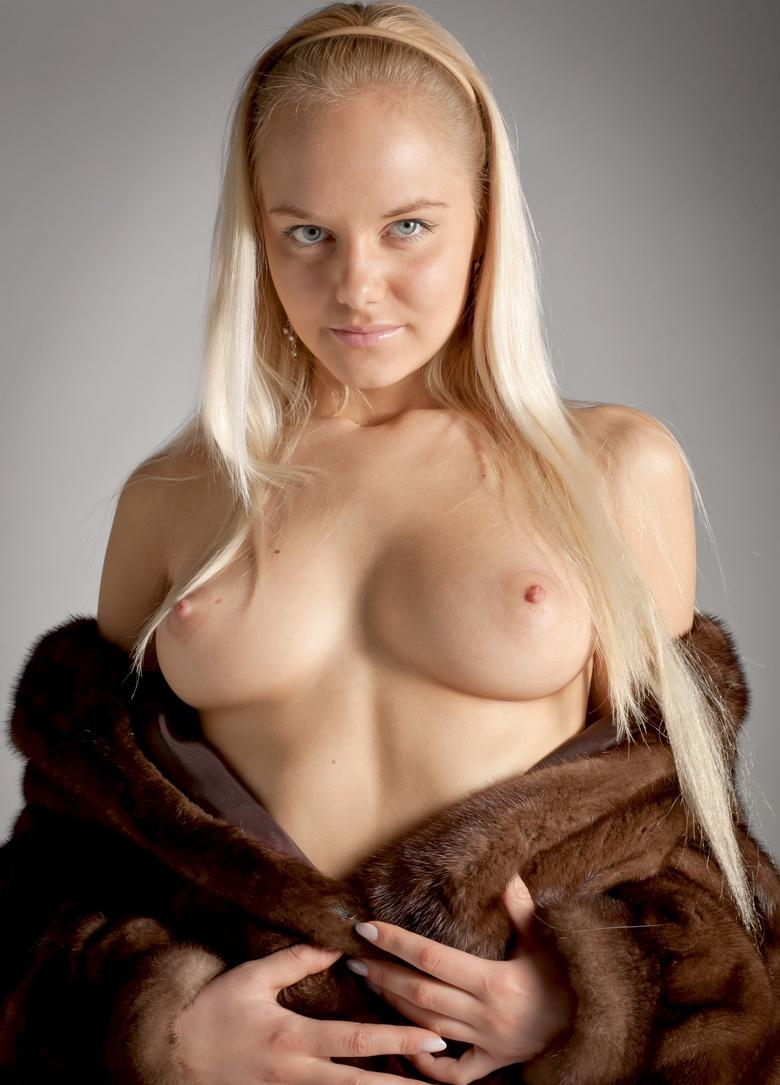 Blonde Anastasia In The Studio in 15 photos from Morey Studio picture 9