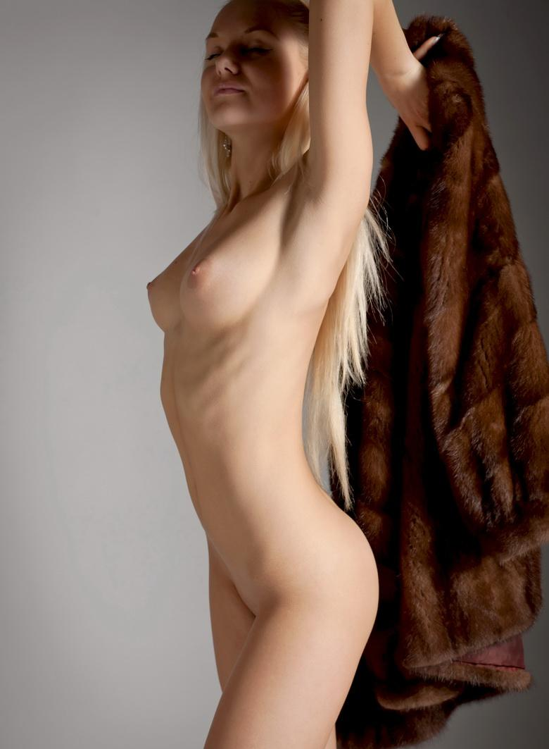 Blonde Anastasia In The Studio in 15 photos from Morey Studio picture 13