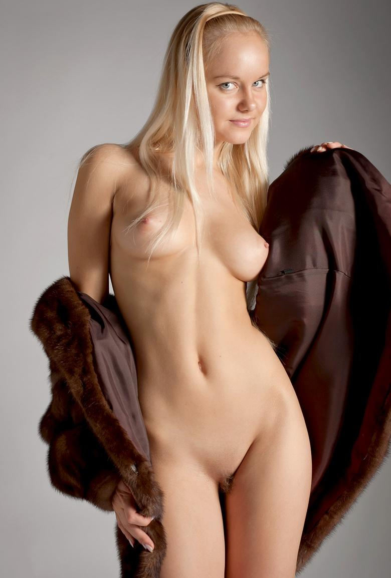 Blonde Anastasia In The Studio in 15 photos from Morey Studio picture 5