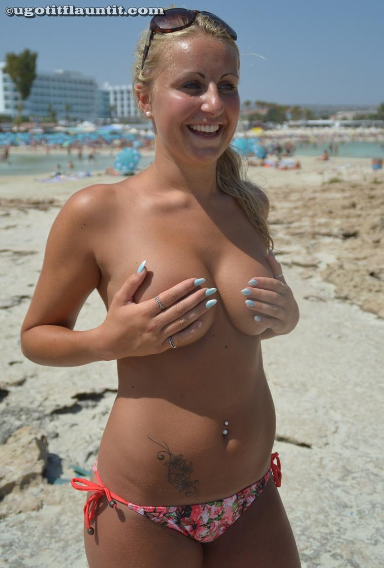 time to escape to the beach - merry xmas boobs flash picture 2