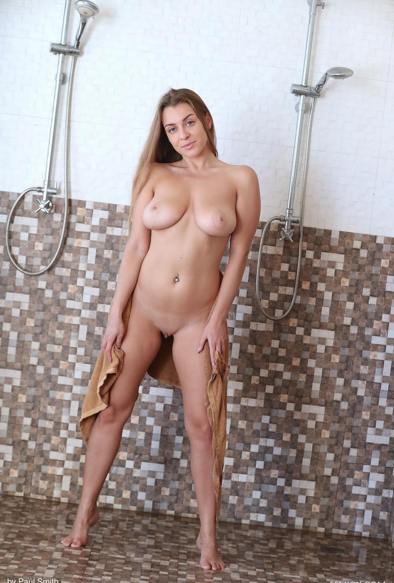 cooling down - naked und the shower - josephine from femjoy picture 2