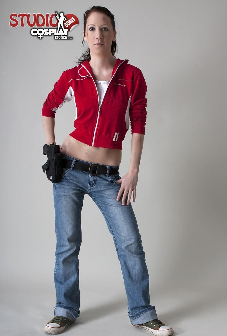 gamer girl cosplaying zomobie hunter in full nudity picture 2