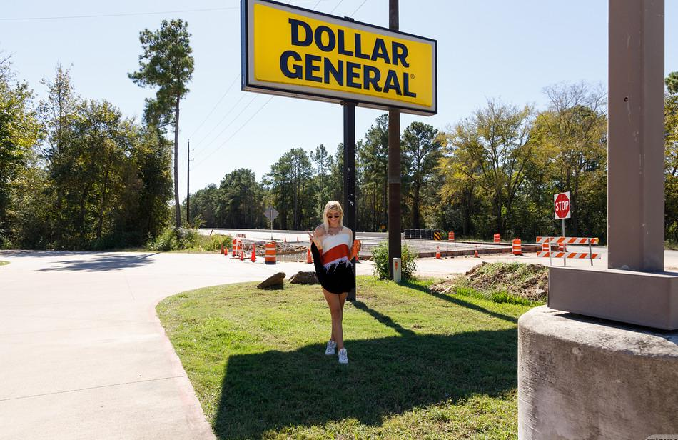 Luna Fey in Dollar General Country - Zishy picture 2